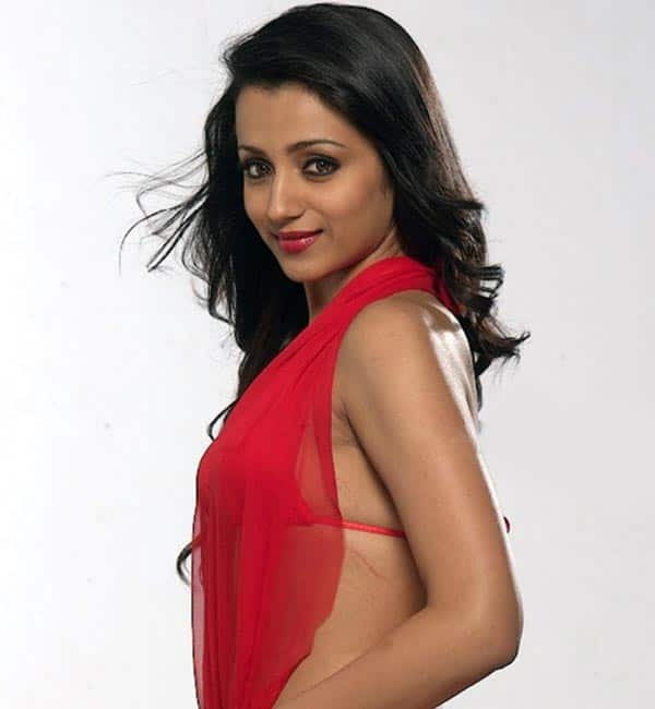 trisha in red saree