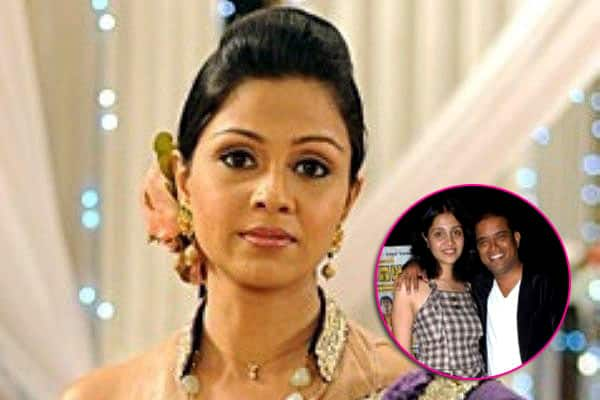 It's splitsville for actress Manasi Salvi and Hemant Prabhu