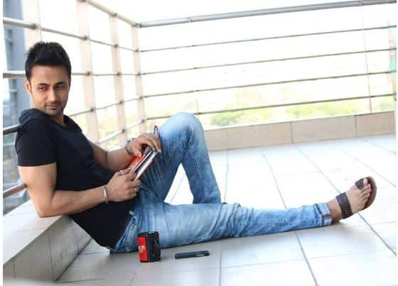 RJ Anmol rubbishes rumours of hosting Life Ka Recharge on &TV
