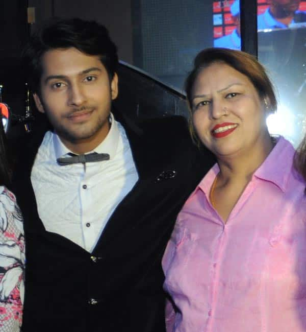 namish-taneja-with-his-mom
