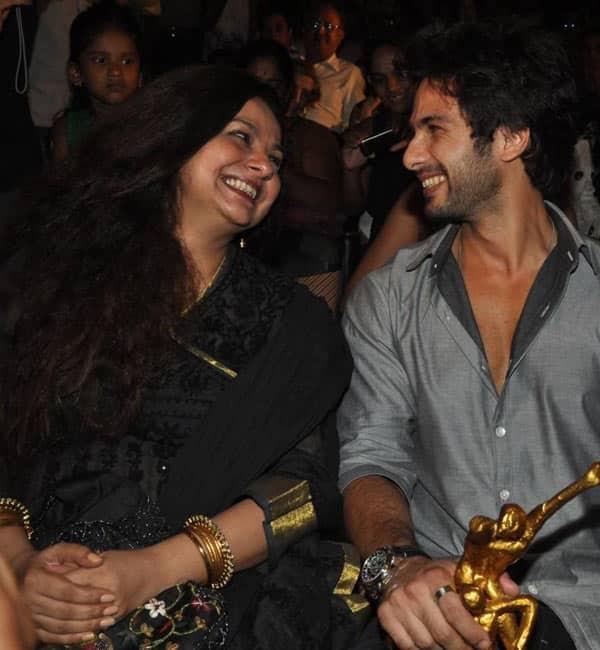 Shahid-Kapoor-with-his-mother-Neelima-Azim