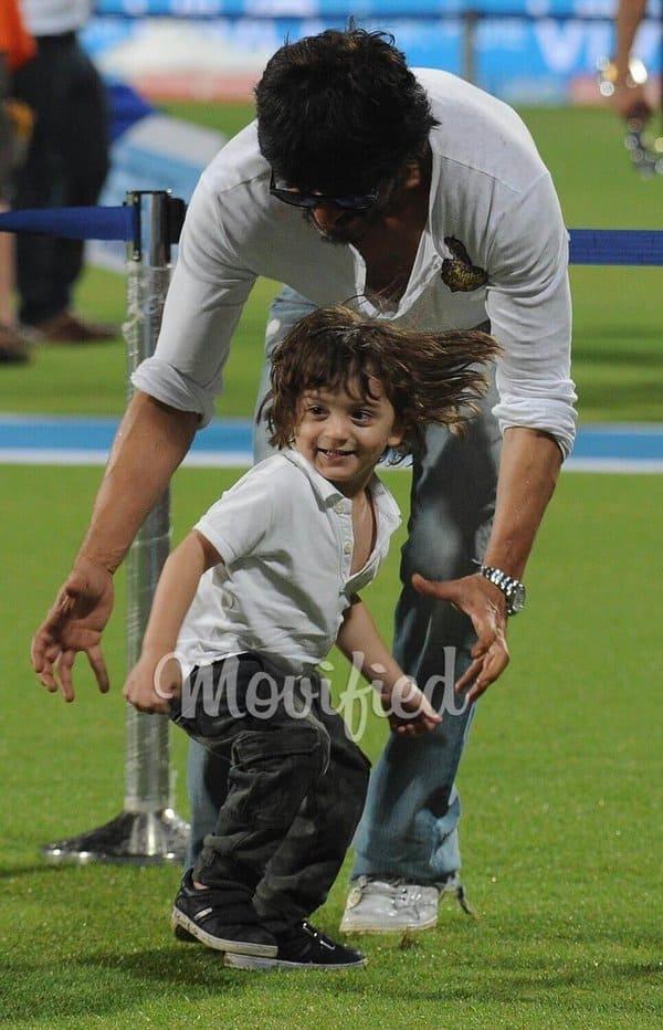 SRK, abRam at Eden Gardens at the IPL match 2016