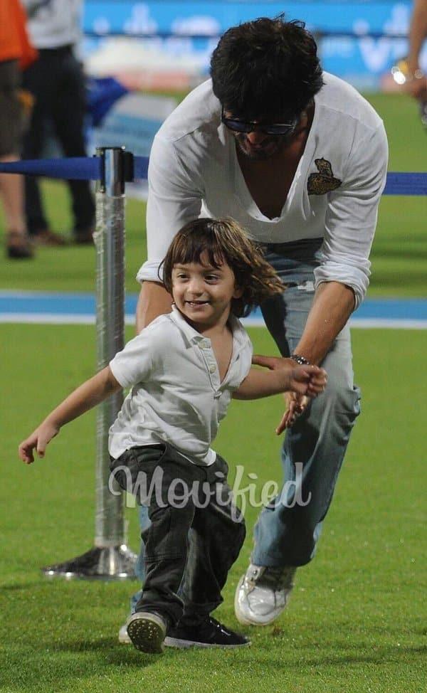SRK, abRam at Eden Gardens at the IPL match