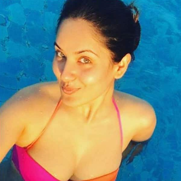 Hot damn! Puja Banerjee of Devon Ke Dev…Mahadev and Comedy Nights Bachao shows off sexy side in bikini
