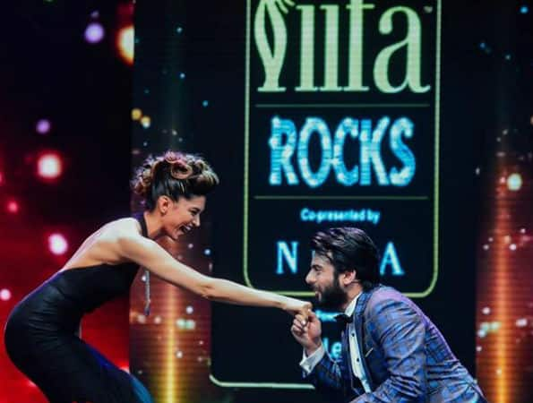 IIFA Rocks 2016: Omg! Fawad Khan goes down on his knees for Deepika; Ranveer where are you?