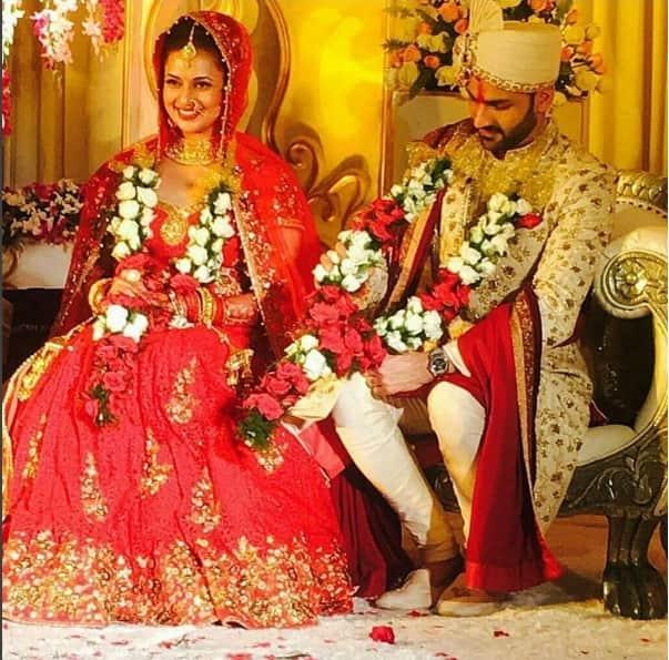 Divyanka Tripathi and Vivek Dahiya's picture post jaimala will make you gush overthem!