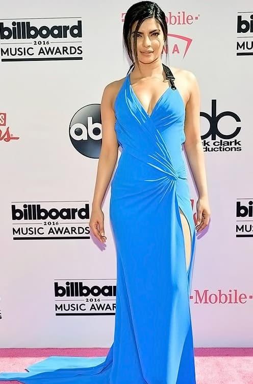 priyanka-chopra-looks-smoking-hot-at-billboard-music-awards-red-carpet-3