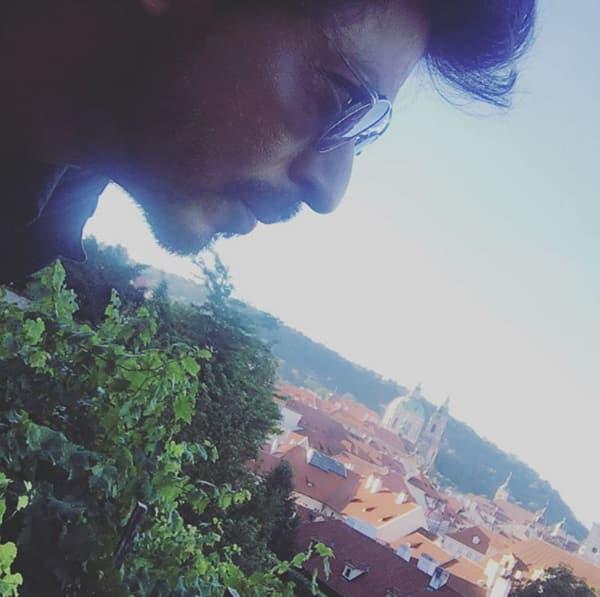 Shah Rukh Khan's smoking hot intensity in this pic will even make Prague feel weak in its knees!