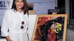 Rs. 20, 300 and counting! That's how much people are bidding on Sonakshi Sinha's painting