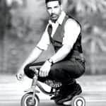 Akshay Kumar supports the families of martyrs in Uri attacks; awards cheques worth Rs 5 Lakh and 10 Lakh