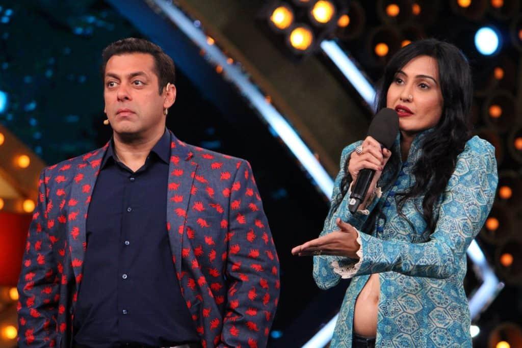 Bigg Boss 10: Kamya Punjabi takes celebrity contestants' case with Salman Khan – watch video