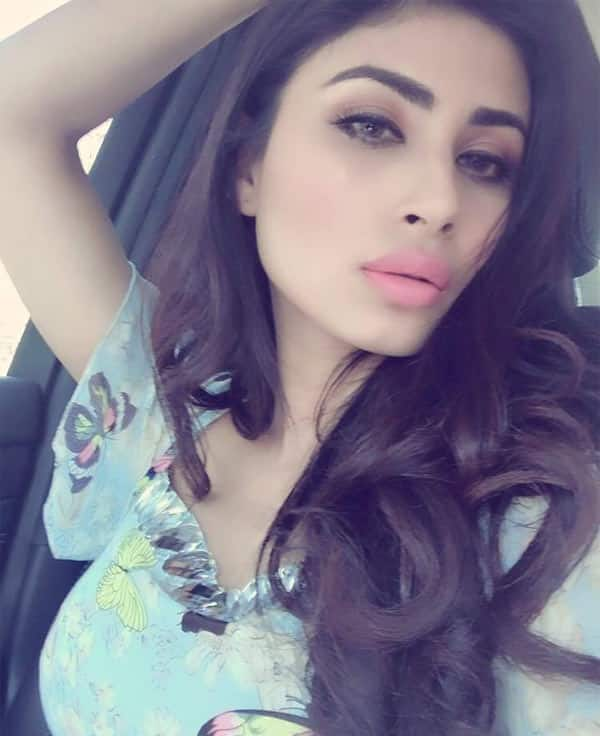 Mouni Roy WALKS OUT of Naagin 2 event when quizzed about her lip job ...