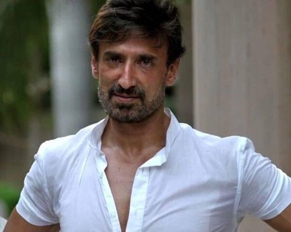 Bigg Boss 10 contestant Rahul Dev signs a Bollywood film, thanks to Salman Khan