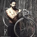 When Farhan Akhtar stood on the road SHIRTLESS, here's what happened
