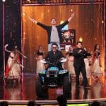Akshay Kumar spices up Yaaron Ki Baraat grand finale with a pole dance on Maang Meri Bharo