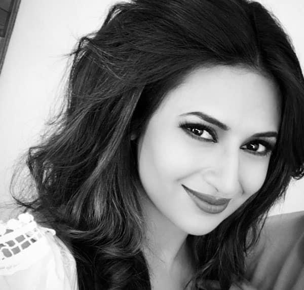 Birthday girl Divyanka Tripathi is a rockstar on social media, here's why