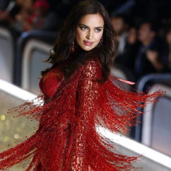 Irina-Shayk-at-Victoria's-Secret-ramp-3