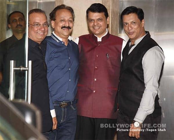 Maharashtra CM Devndra Fadnavis and Baba Siddiqui at Madhur Bhandarkar's housewarming party