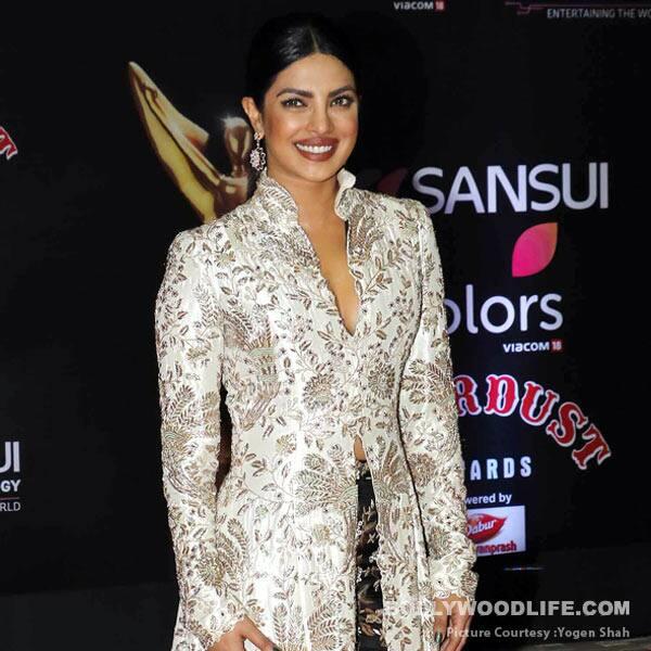 Stardust Awards 2016: Priyanka Chopra shares a heartfelt message after winning the Global Icon Award – watch video