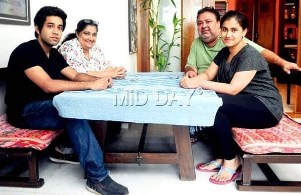 Manoj Pahwa with wife Seema, son Mayank and daughter Manukriti