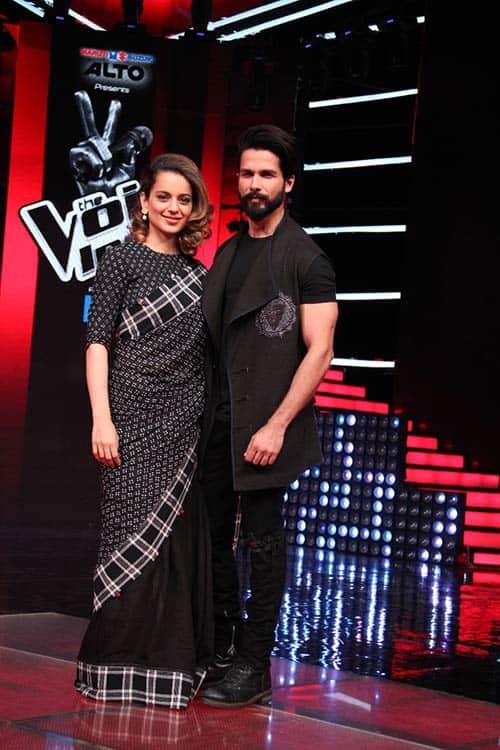 Colour-coordinated-Kangana-Ranaut-and-Shahid-Kapoor-visit-the-sets-of-&TV's-The-Voice-India-Season-2-to-promote-their-upcoming-movie-Rangoon
