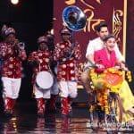 Alia Bhatt and Varun Dhawan get a Band Bajaa Baraat welcome on Indian Idol - view HQ pics