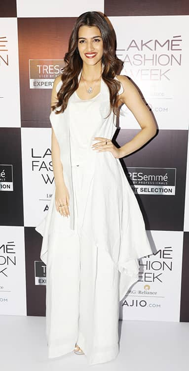 Kriti Sanon in Chola and H&M at Lakme Fashion Week Model auditions (3)