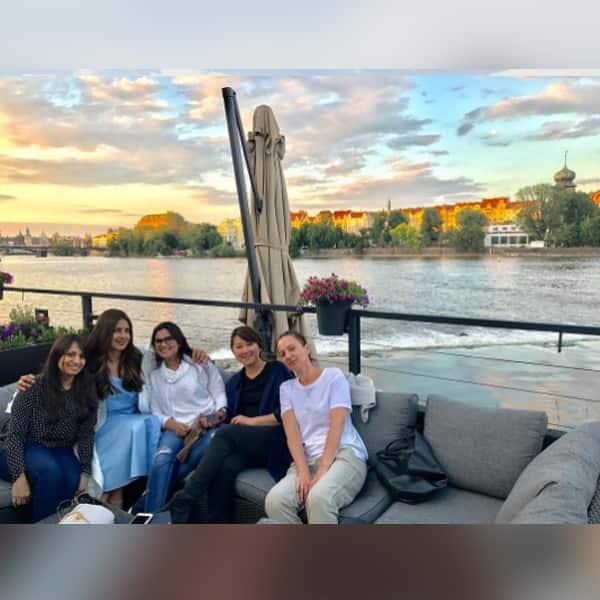 Priyanka Chopra in Prague chilling with her team (1)