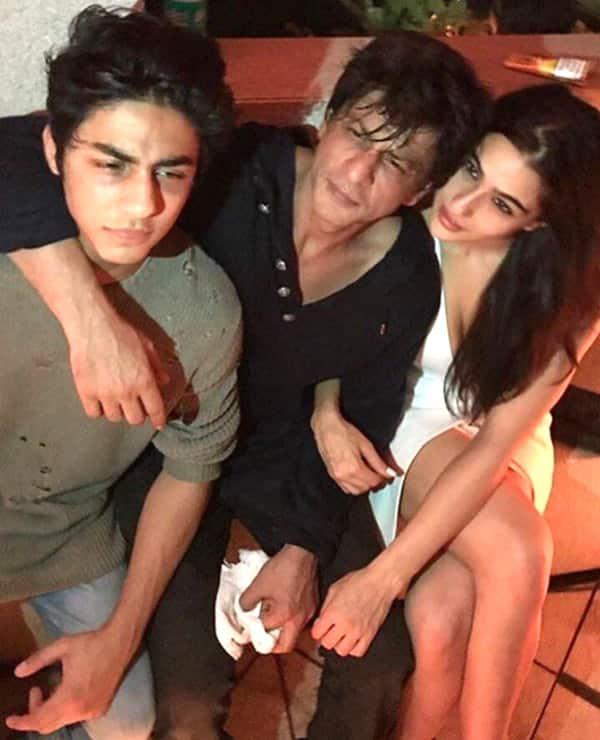 Sara-Ali-khan-with-SRK-and-Aryan-Khan