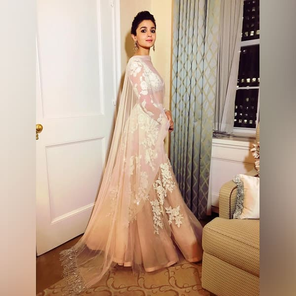 Alia Bhatt at IIFA Rocks green carpet 2017 in a Manish Malhotra lehenga