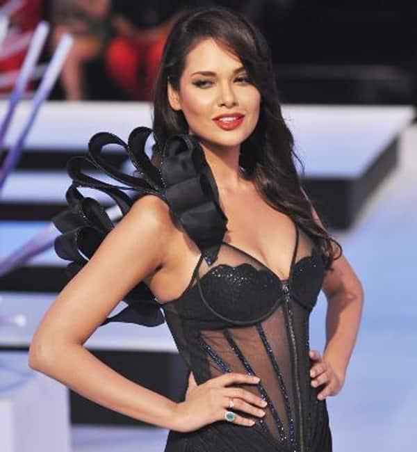 Esha-Gupta-9