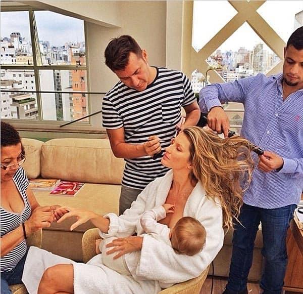 Gisele-Bundchen-breastfeeding pic