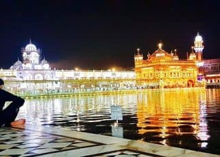 Akshay Kumar gets a surreal feeling gazing at the Golden Temple - view pic