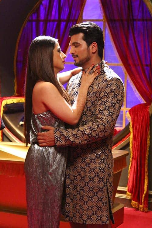 Arjun bijlani and alisha panwar take romance to another for Nice romantic scenes