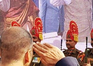 Like the true patriot that he is, Akshay Kumar helps raise Rs 12.93 crore for Bharat Ke Veer initiative - watch video