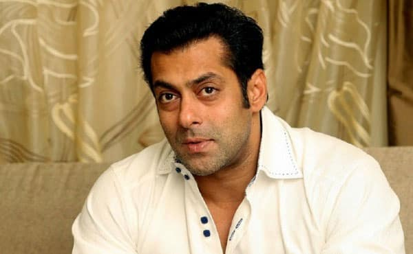 Shocking! A woman who claims to be Salman Khan's wife tries to break into his apartment
