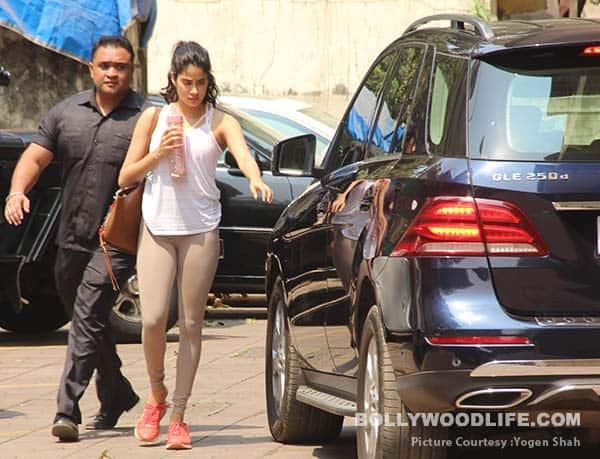 Janhvi-Kapoor-(5)