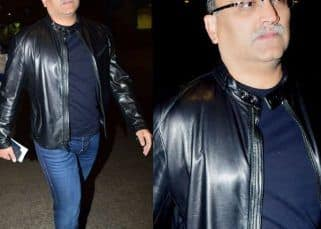 [HQ pics] The super-elusive Aditya Chopra captured by lenses in a rare moment at the airport