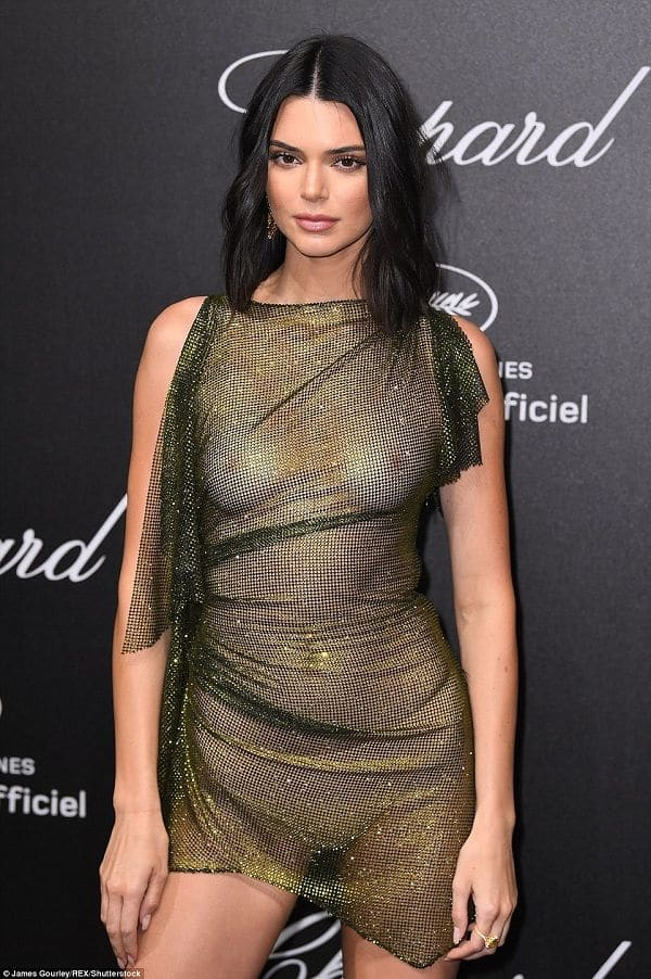 That S How Kendall Jenner Reacted To Her Bra Less Semi