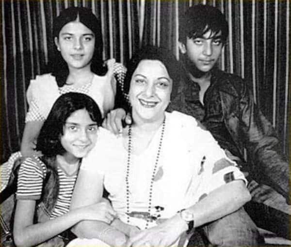 Nargis-with-her-children