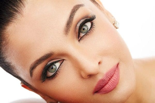 We cannot stop staring into Aishwarya Rai Bachchan's ...