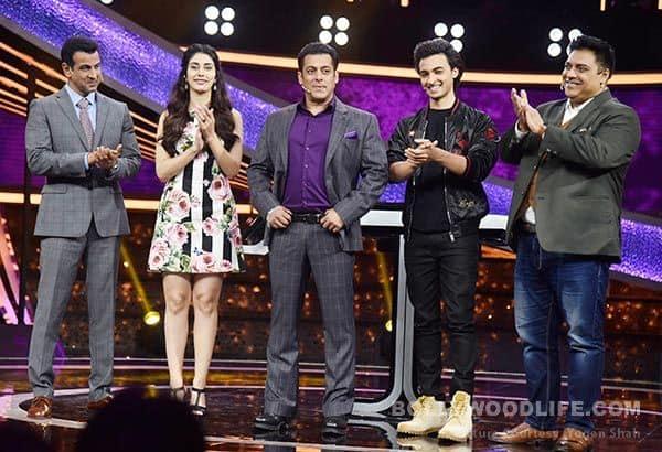 Loveratri-cast-with-Salman-Khan-on-Dus-Ka-Dum