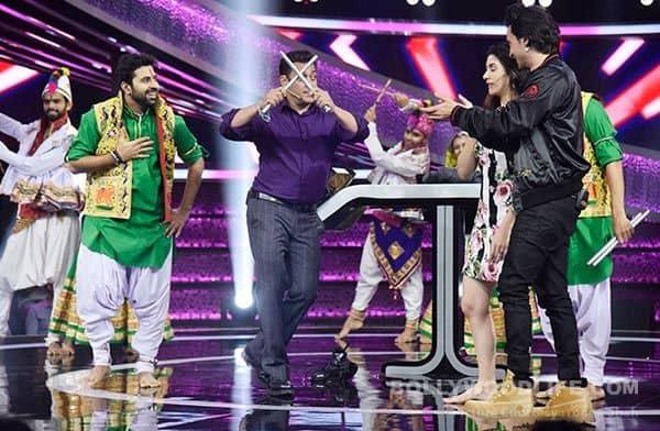 Salman-Khan-plays-garba-with-the-cast-of-Loveratri-on-Dus-Ka-Dum