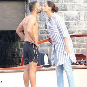 Sonam kisses hubby Anand in this new picture from their chill-cation with Priyanka-Nick in Italy