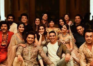 Akshay Kumar, Riteish Deshmukh and team pose in style as they wrap up Housefull 4 - view pic