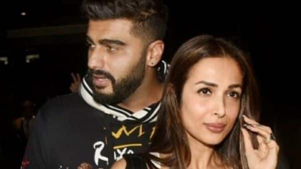 [PIC] Wait, did Malaika Arora just confirm her relationship with Arjun Kapoor with an 'AM' pendant?