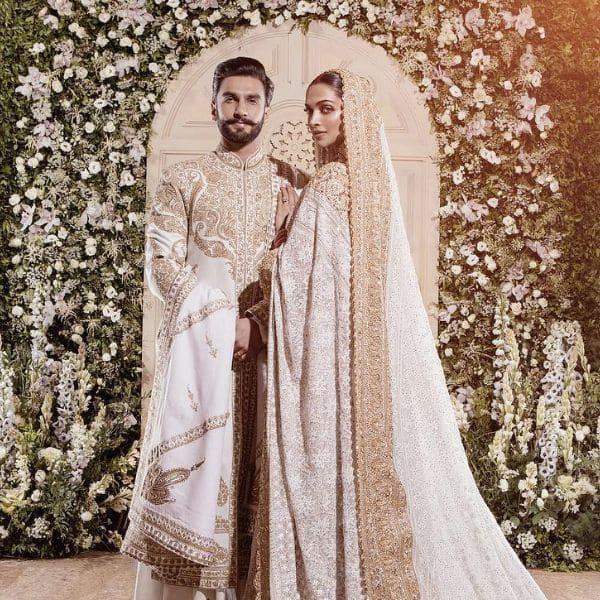 रणवीर सिंह और दीपिका पादुकोण ने बीती रात सबसे पहले यही तस्वीर शेयर की थी