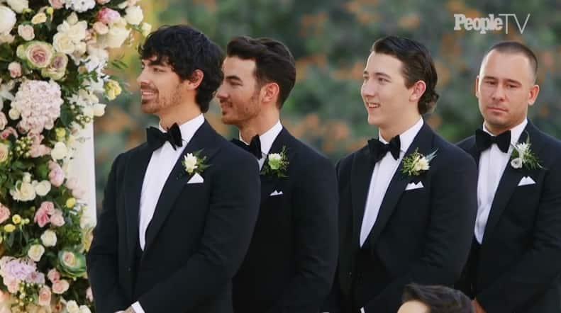 निक के भाईयों ने किया ब्राइड और ग्रुम का वेलकम
