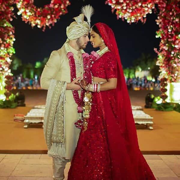 हिंदू रीति रिवाजों से हुई शादी में दिखा कपल का देसी अंदाज