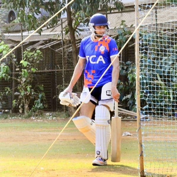 क्रिकेट ग्राउंड में मैच खेलते दिखे इब्राहिम